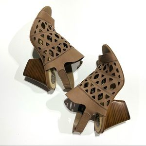 VINCE CAMUTO Cutout Heeled Sandal Deverly Leather